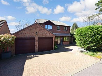 4 bedroom detached house in Hythe