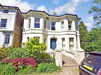 2 bedroom top floor apartment in Tunbridge Wells