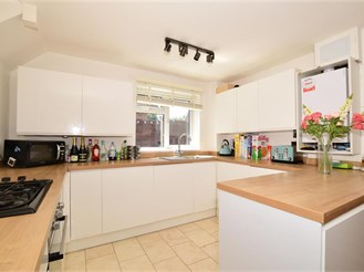 3 bedroom semi-detached house in Sutton At Hone, Dartford