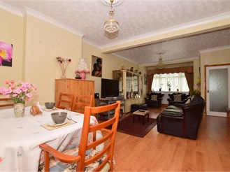 3 bed end of terrace house in Goodmayes