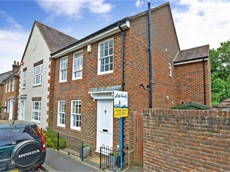 3 bedroom semi-detached house in Chartham, Canterbury