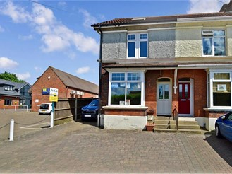 4 bedroom end of terrace house in Meopham Green