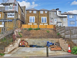 3 bedroom terraced house in Minster-On-Sea