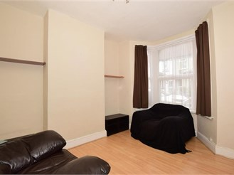 2 bedroom terraced house in Strood, Rochester