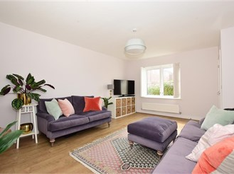 3 bedroom semi-detached house in Charing, Ashford
