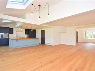 4 bedroom detached house in Bossingham, Canterbury