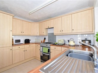 4 bedroom detached bungalow in Lydd On Sea