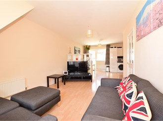3 bedroom detached house in Chatham