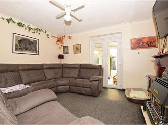3 bedroom semi-detached house in Elvington, Dover