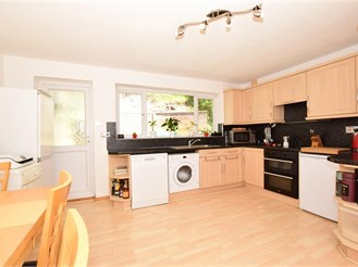 3 bedroom semi-detached house in Temple Ewell, Dover