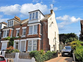 1 bedroom top floor apartment in Herne Bay