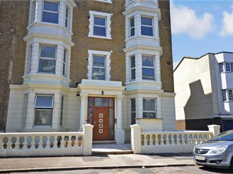 2 bedroom second floor converted flat in Cliftonville, Margate