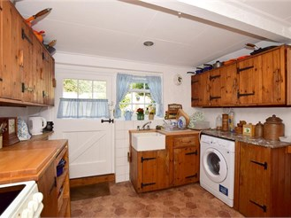 4 bedroom detached house in Faversham