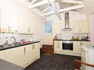2 bedroom lower-ground floor converted flat in Ramsgate