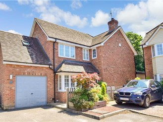 4 bedroom detached house in Kingswood, Maidstone
