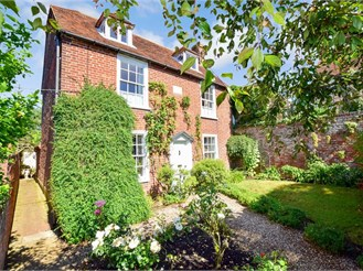 4 bed detached house in Faversham