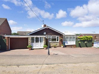 3 bed detached bungalow in Minster On Sea, Sheerness