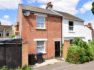 2 bed semi-detached house in Canterbury
