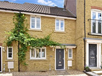 3 bedroom terraced house in Chartham, Canterbury