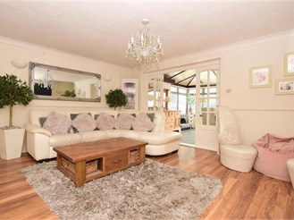4 bedroom detached house in Folkestone