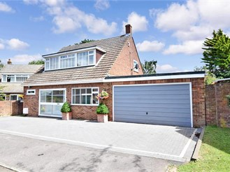 4 bedroom detached house in Cliffe Woods, Rochester