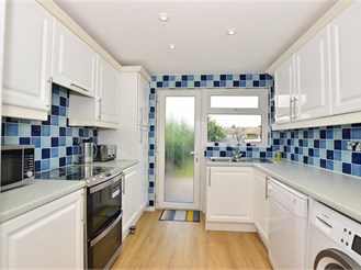4 bedroom semi-detached house in Sittingbourne