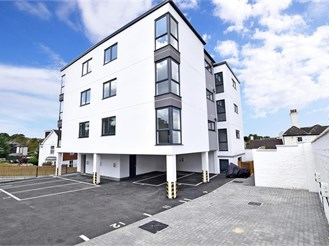 1 bedroom top floor apartment in Chatham