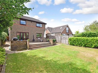 4 bedroom detached house in Linton, Maidstone