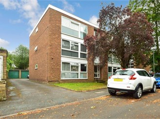 2 bed top floor apartment in Wallington