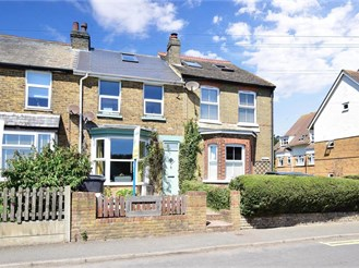 3 bedroom terraced house in St. Margarets-At-Cliffe, Dover