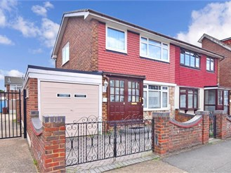 3 bedroom end of terrace house in Chadwell Heath, Romford