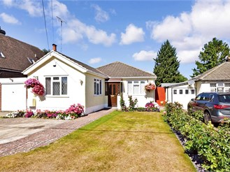 4 bedroom detached bungalow in West Kingsdown, Sevenoaks