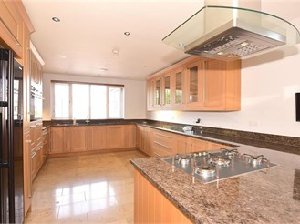 6 bedroom detached house in Bluebell Hill Village, Chatham