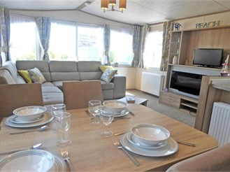 2 bed park home in St. Margarets-At-Cliffe, Dover