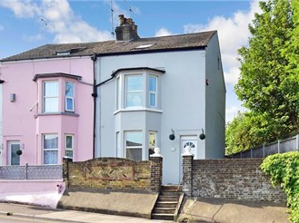 4 bedroom end of terrace house in Broadstairs