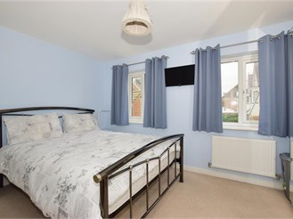 3 bed end of terrace house in Kings Hill, West Malling