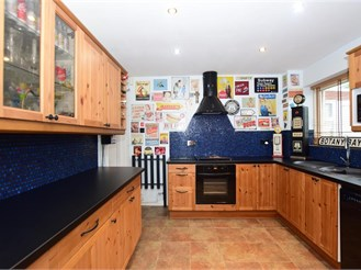 4 bed semi-detached house in Cliftonville, Margate