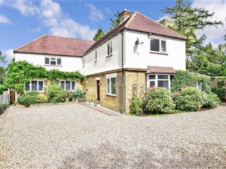 5 bedroom detached house in Bluebell Hill, Chatham