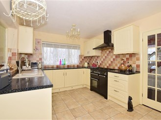 4 bed detached house in Newington, Sittingbourne
