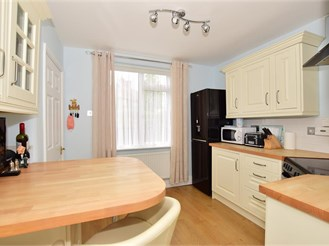 3 bed end of terrace house in Faversham