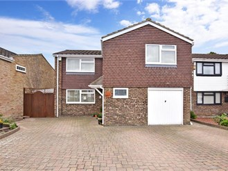 5 bedroom detached house in Strood, Rochester