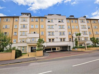 2 bed mid-floor apartment in Folkestone