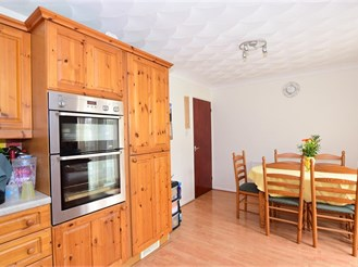 3 bed semi-detached house in Rochester