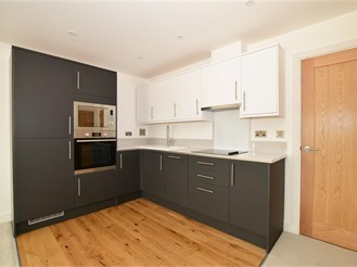 1 bed top floor apartment in Strood, Rochester