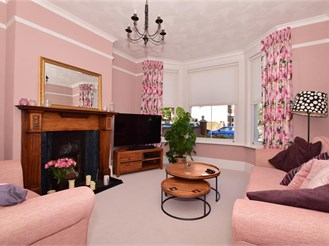 5 bedroom semi-detached house in Gillingham