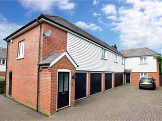 2 bedroom first floor coach house in Canterbury