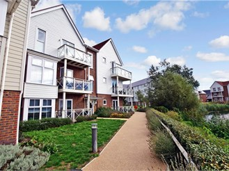 2 bedroom ground floor flat in Holborough Lakes, Snodland