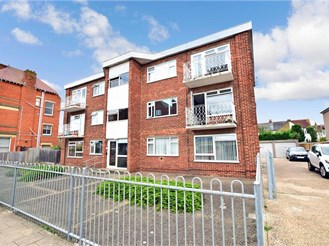 2 bedroom second floor flat in Herne Bay