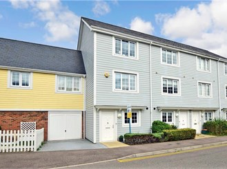 4 bedroom town house in Holborough Lakes