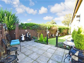 2 bedroom park home in Capel-Le-Ferne, Folkestone